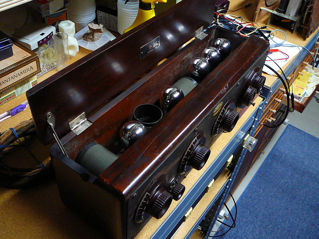 <b>Atwater Kent Compact 20C</b> (1923) : Figure 36 : Closeup of the Atwater Kent 20C on the bench. :