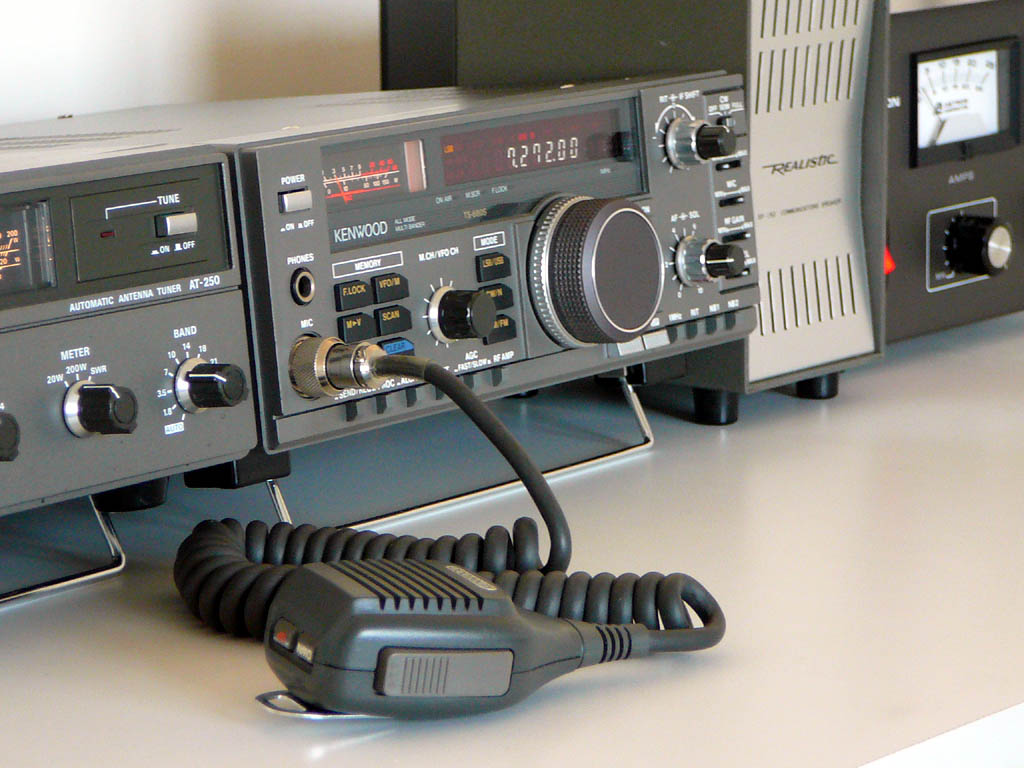 <b>Kenwood TS-680S/AT250</b> (1994) : Figure 14 : With Astron VS-20M power supply and the speaker from a DX-160.(photo to come) :