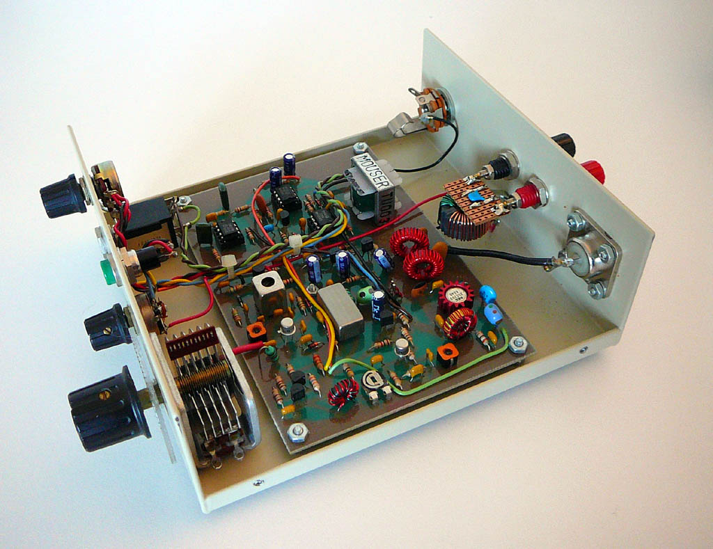 <b>Oak Hill Research OHR-HP_QRP</b> (1998) : Figure 71 : 80 Meter Band QRP Transceiver 1 Watt - cover off internal view. Had to add a common-mode filter to reduce modulation from the power supply. :