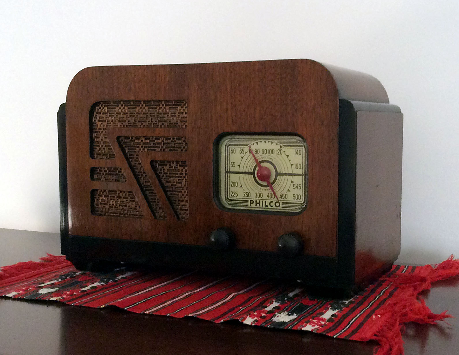 <b>Philco 32A</b> : Figure 82 : Fantastic radio found at an Antique barn. Here is the radio all cleaned up. It was filthy. Minor finish scratches and nails for the feet replaced with felt pads. :