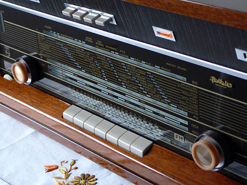 <b>Philips B7X44A/03</b> (1965) : Figure 67 : Ok, the knobs dont match. They were given to me from a friend. Just fine for me. :