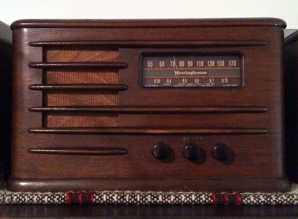 <b>Westinghouse W577-A</b> (1938) : Figure 60 : Very nice radio with all good tubes. The cabinet looks like it was refinished at some time, has no shine. I justed waxed it. :