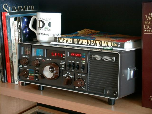 <b>Yaesu Musen Co. Ltd. FRG-7000</b> (1979) : Figure 4 : This is my favortie radio for general program listening. Audio output is very good. Triple conversion receiver using the Barlow-Wadley loop design covering 250kHz-29.999MHz. (red controls) :